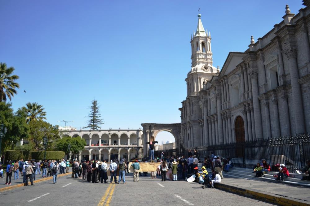 Manifestación frente a la catedral