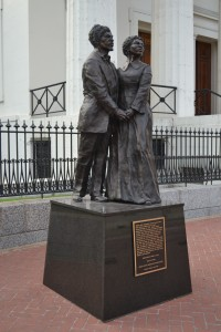 Estatua de Dred Scott y Harriet Robinson Scott