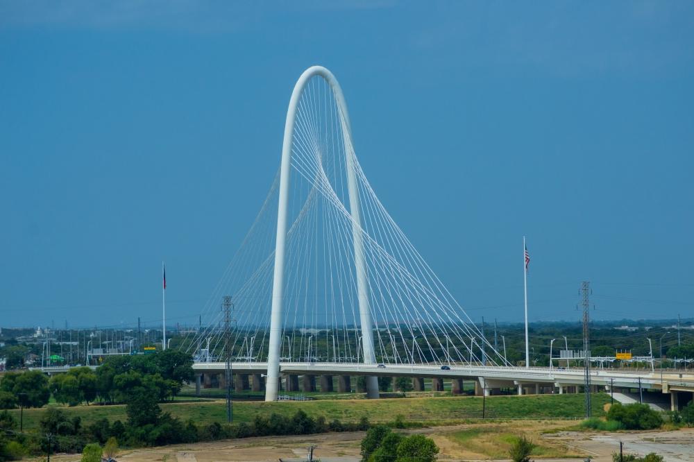 Puente Atirantado Margaret Hunt Hill desde el Six Floor Museum