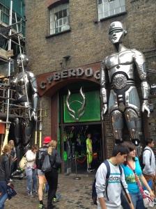 La entrada de la tienda Cyberdog