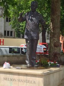 La estatua de Nelson Mandela en el Parlament Square