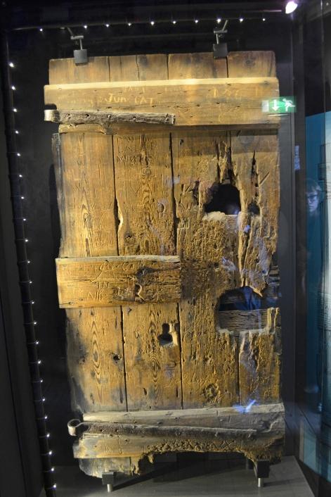 Puerta original de las prisiones